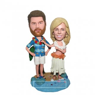 Hawaii Couple Stand On A See Stars And Shells Base Bobblehead Do