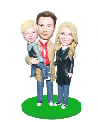 Three People Family Bobbleheads In Winter Outfit