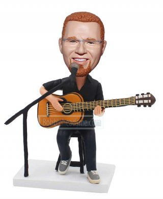 Customized Bobble Head Singer Is Singing Doll